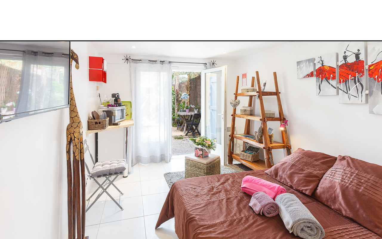Location chambre d h te giens i tilou location for Location chambre dhote
